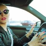 Hlavolam: Parkování s blondýnkou