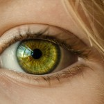 Při autonehodě oslepla, po 21ti letech upadla a začala znovu vidět!